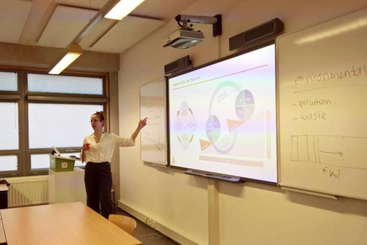 woman teaching at THUAS